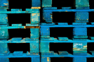 Holzpaletten 310x205 - Logistik 4.0 – es gibt viele Gründe die Logistik outzusourcen