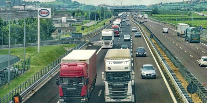 Autobahn 660x330 - So viel  bringt eine intelligente Fahrzeugflotte