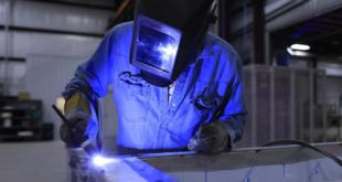 Schweisser 310x165 - Hubtisch - praktischer Helfer in Industrie und Handwerk